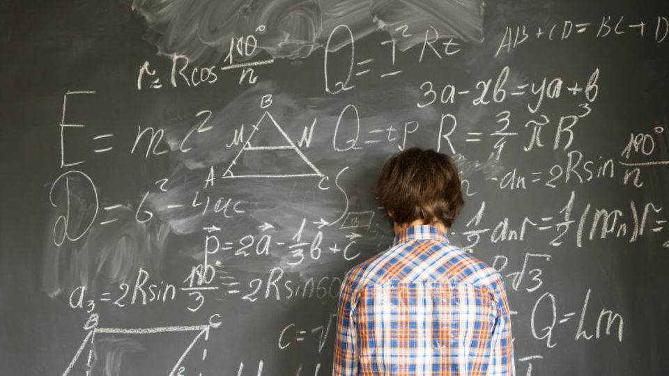 文系受験生は数学を捨てても良い!ただし数学受験は有利な点も多いぞ